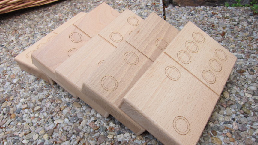 Domino ze dřeva