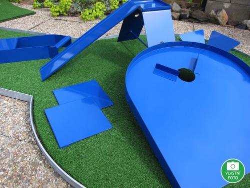 Zahradní minigolf